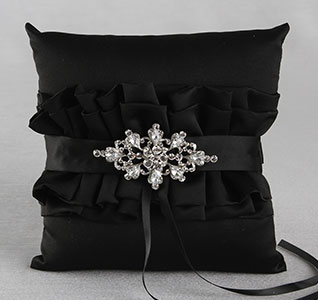 A01005RP-Isabella-Ring-Pillow-Black-m.jpg