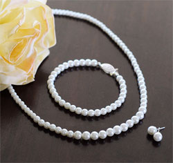 Graduated-Pearl-Collectionm.jpg