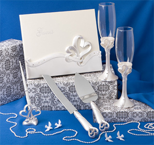 Wedding reception sets wedding accessory sets interlocking heart wedding accessory set junglespirit Choice Image