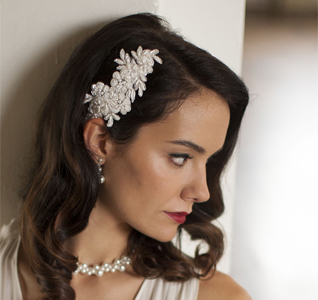 Ivory-Beaded-Lace-Applique-Wedding-Comb-M.jpg