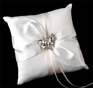 clear-butterfly-brooch-ring-pillow-m.jpg