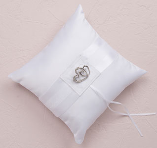 double-heart-ring-pillow-white-m.jpg