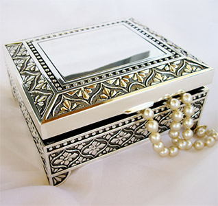 dramatic-square-jewelry-box-m.jpg